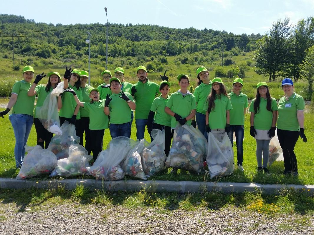 Team Work: Ziua Mediului alături de elevii din Mioveni