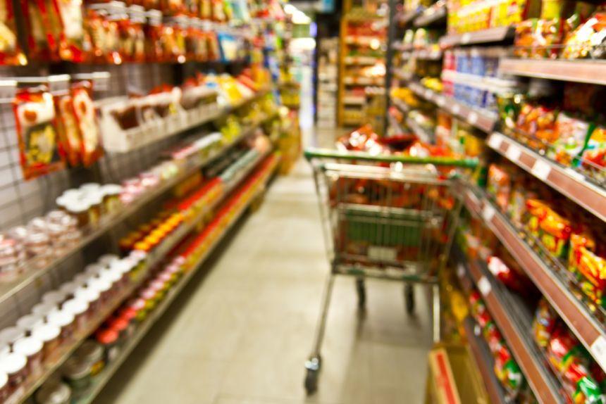 Guvernul aruncă la gunoi legea risipei alimentare. Ce putem face?