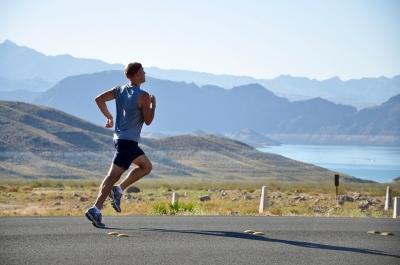 Drumeție prin natură la viteză de maraton