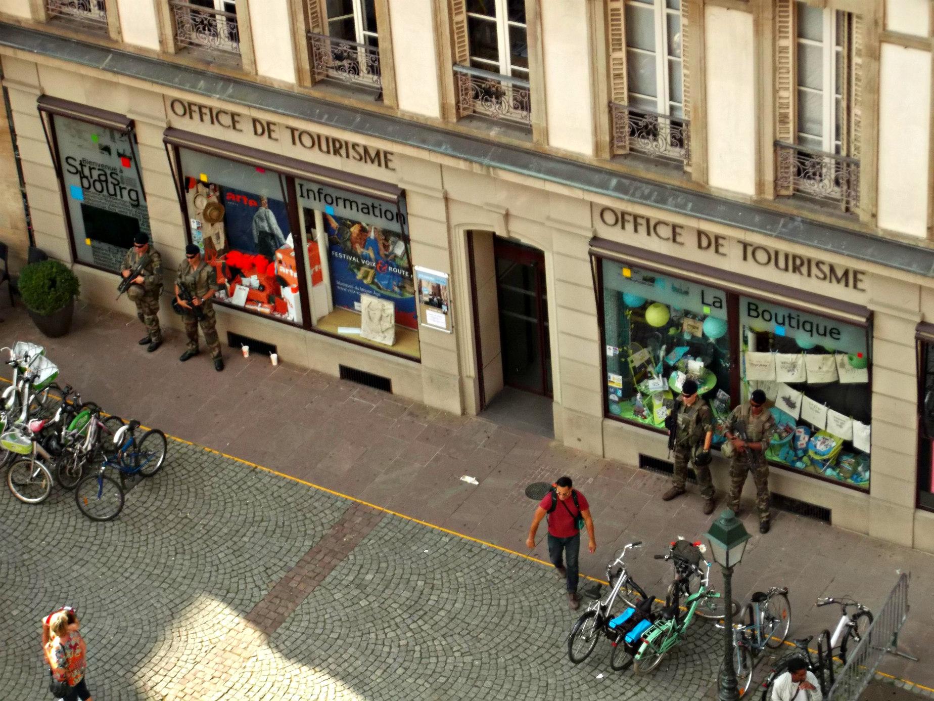 Sistemul național de supraveghere a turiștilor: ca să știe SRI pe unde umbli în vacanțe