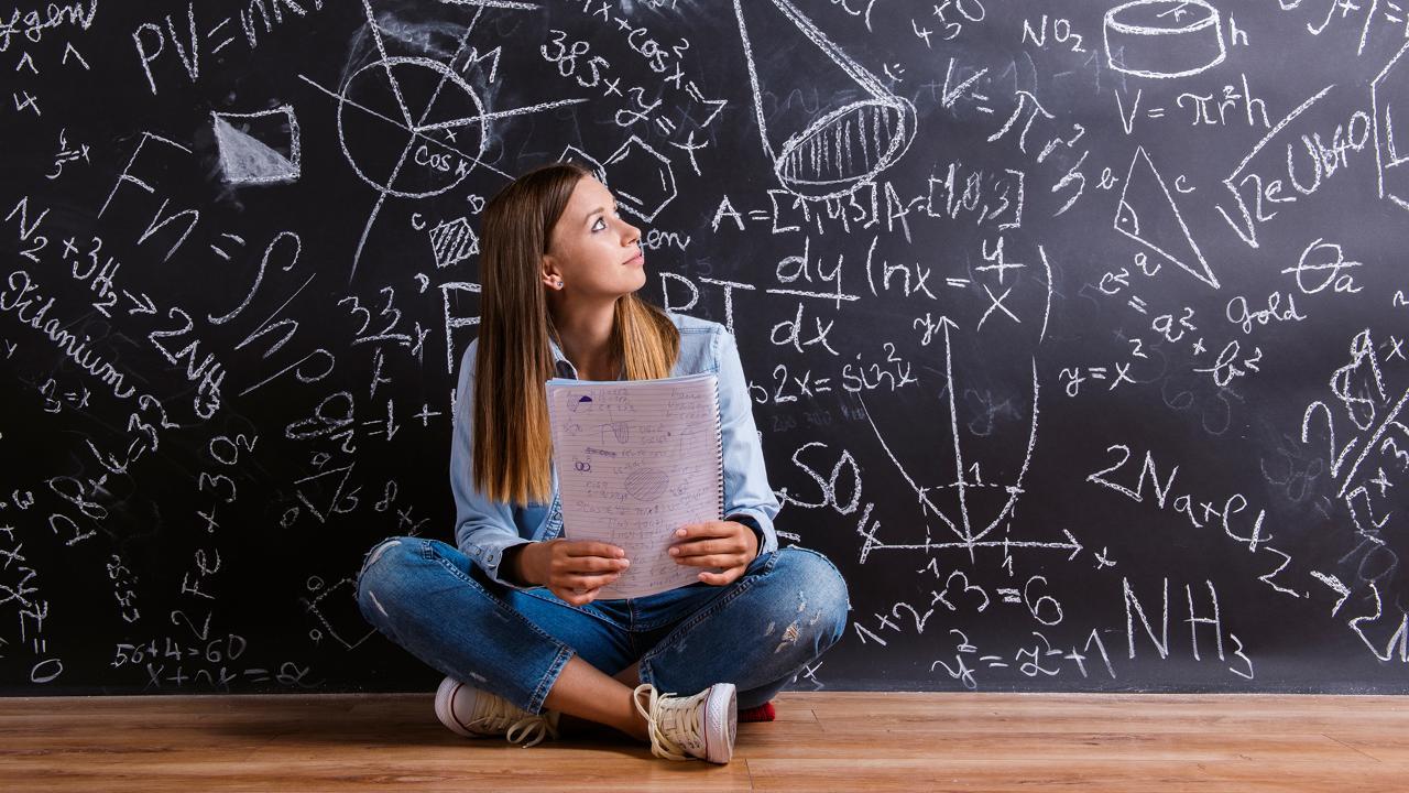 S-a lansat primul ghid pentru părinții elevilor aflați în anii de examen