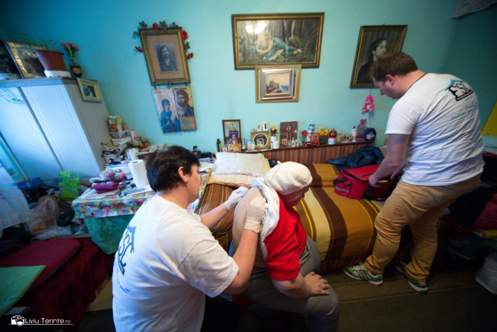 200 de vârstnici din Bacău beneficiază de monitorizare și asistență permanentă