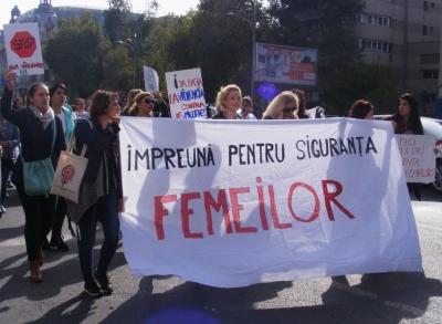 Prin orașul agresiv pentru a opri violența împotriva femeilor