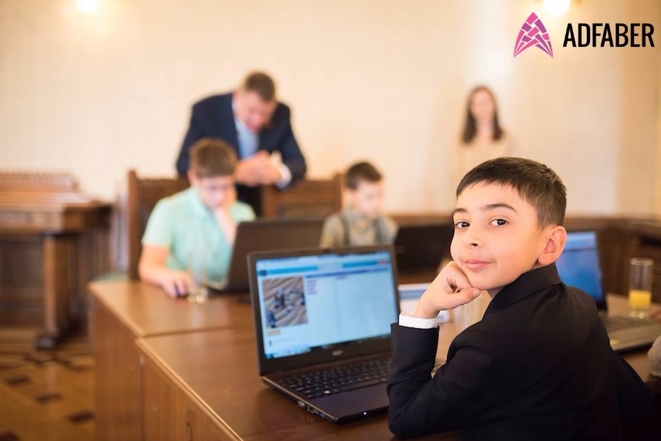 România programează la Hour of Code – înscrie-te și tu!