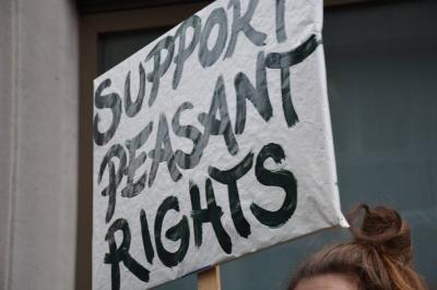 Comisia Europeană ignoră protestul țăranilor din 16 țări împotriva noilor OMG-uri