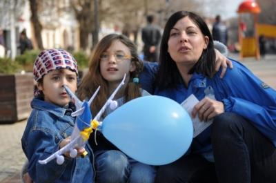 """Asociaţia Autism Europa Bistriţa reacţionează ca urmare a folosirii jignitoare a termenului """"autist� de către premier"""