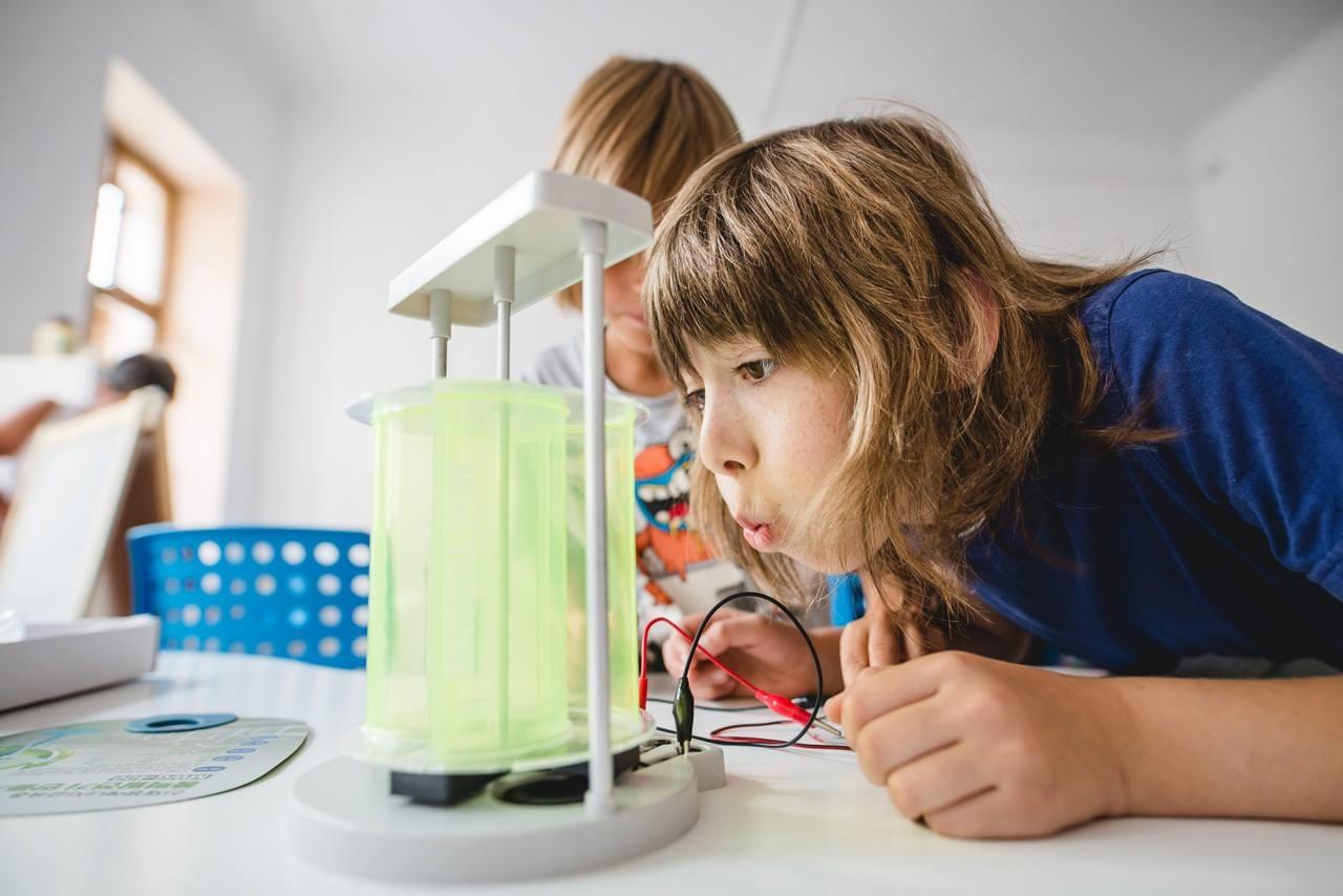 Căutăm proiecte care fac științele atractive pentru copii
