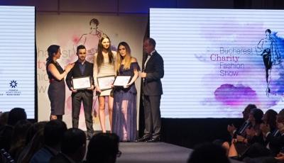 """Bucharest Charity Fashion Show – 100.000 de euro strânşi pentru programul """"Ajută o mamă să se ridice"""""""