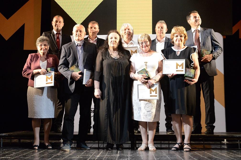 Fundația pentru Comunitate împreună cu MOL România premiază anual zece profesori și antrenori pentru excelenţă în educaţie