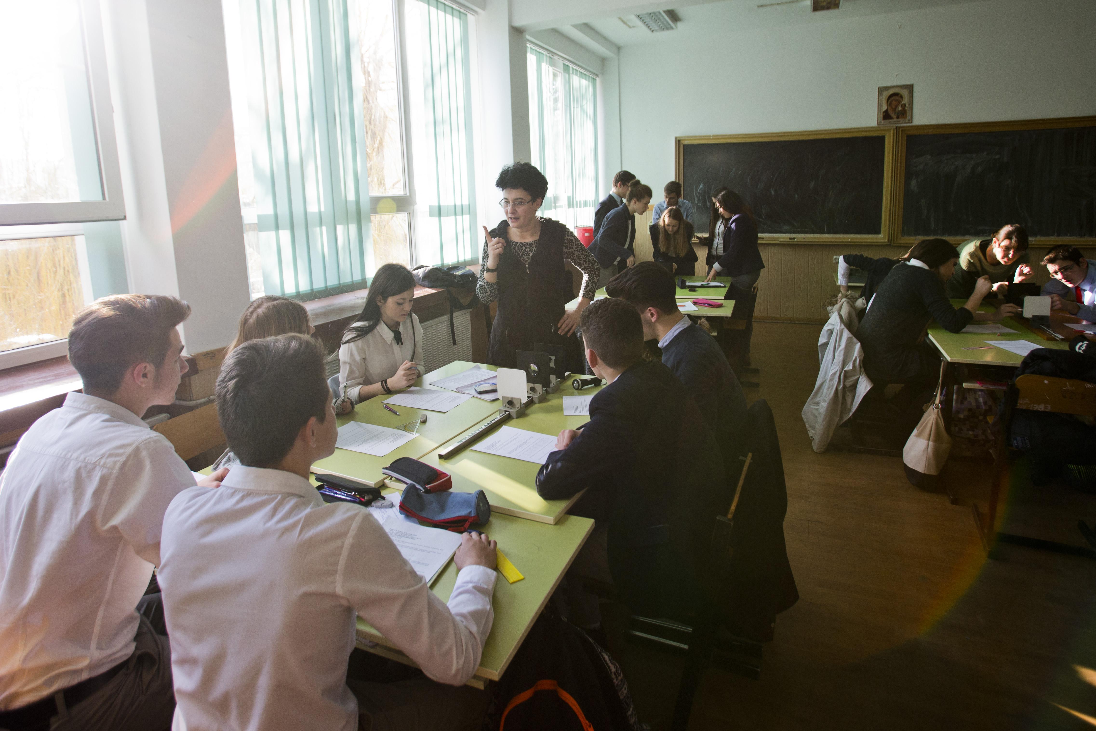 """CEAE formează 125 de """"profesori altfel"""" cu sprijinul Orange"""