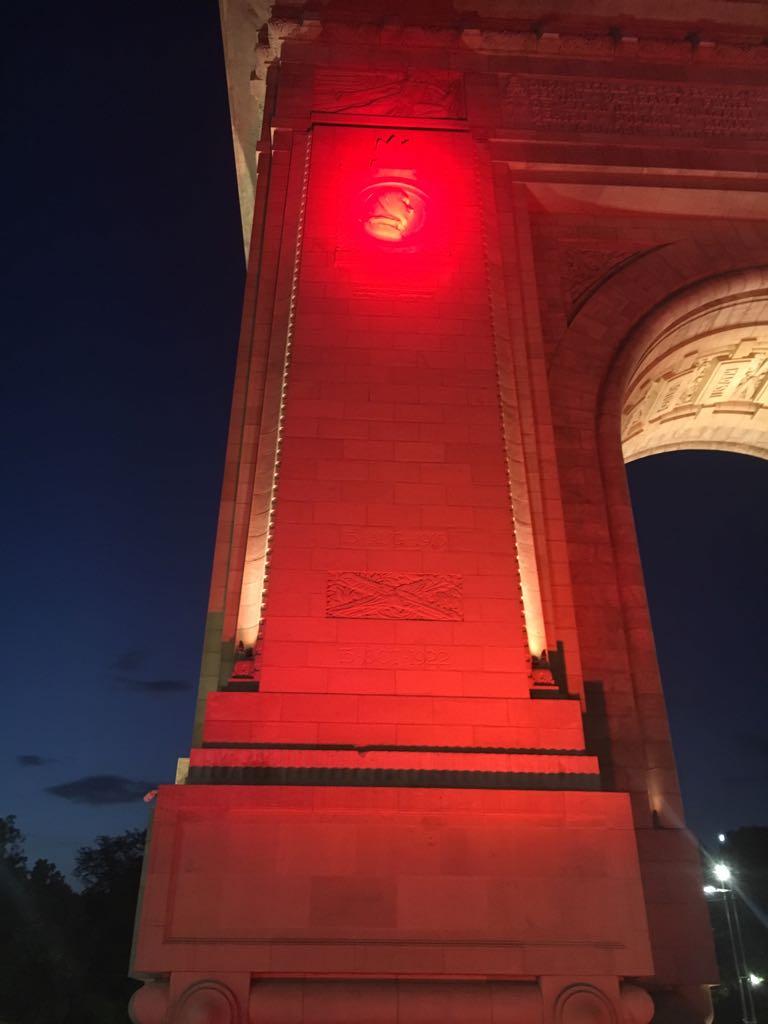 Arcul de Triumf, iluminat în roșu în sprijinul persoanelor cu dizabilități intelectuale