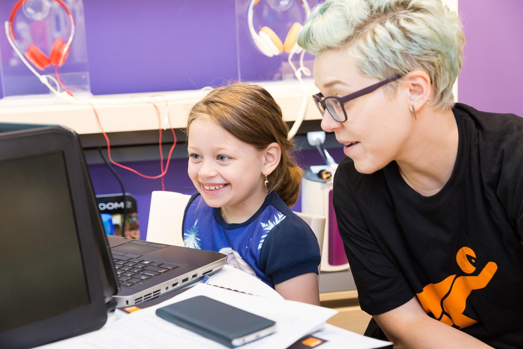 O nouă generaţie de copii participă la SuperCoders cu ajutorul Orange România