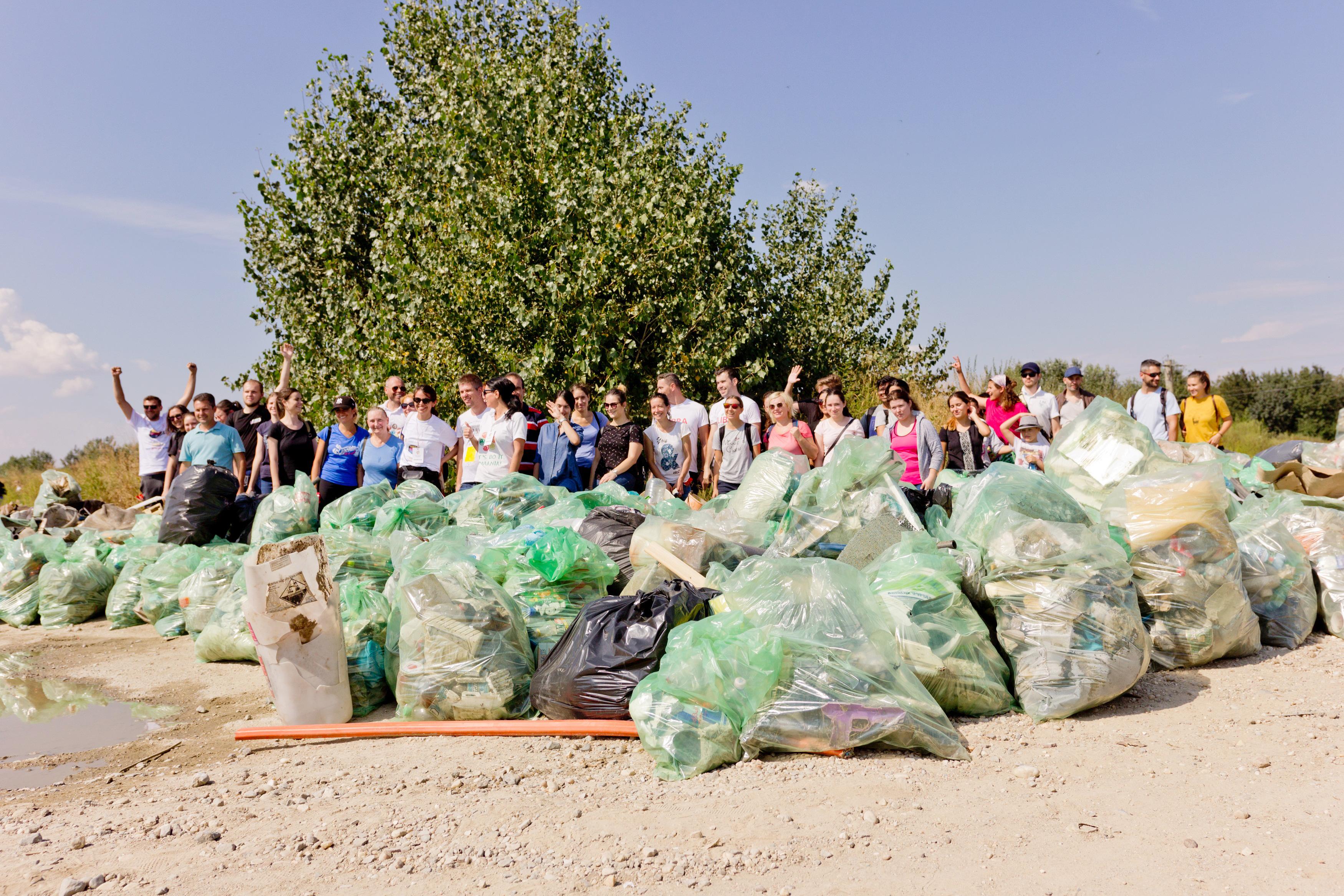 Peste 338 000 de voluntari au participat la  Ziua de Curățenie Națională