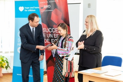 21 de copii și tineri din județul Iași au primit burse de excelență