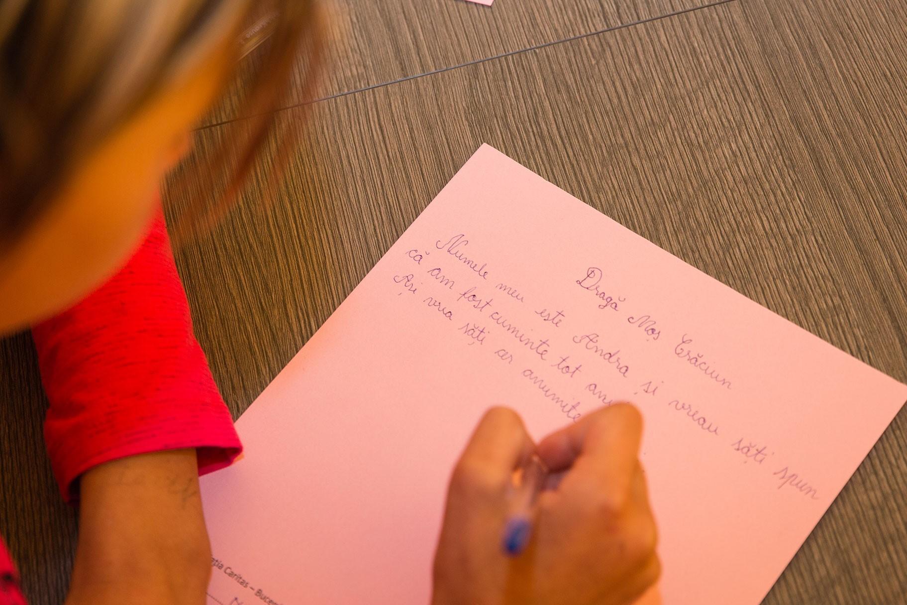 """Peste 1.200 de copii defavorizați din toată țara au primit cadourile dorite prin programul """"Scrisori pentru Moș Crăciun�"""