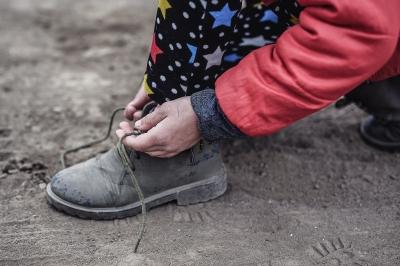 O pereche de ghete noi pentru 14.407 de copii nevoiaÈ™i