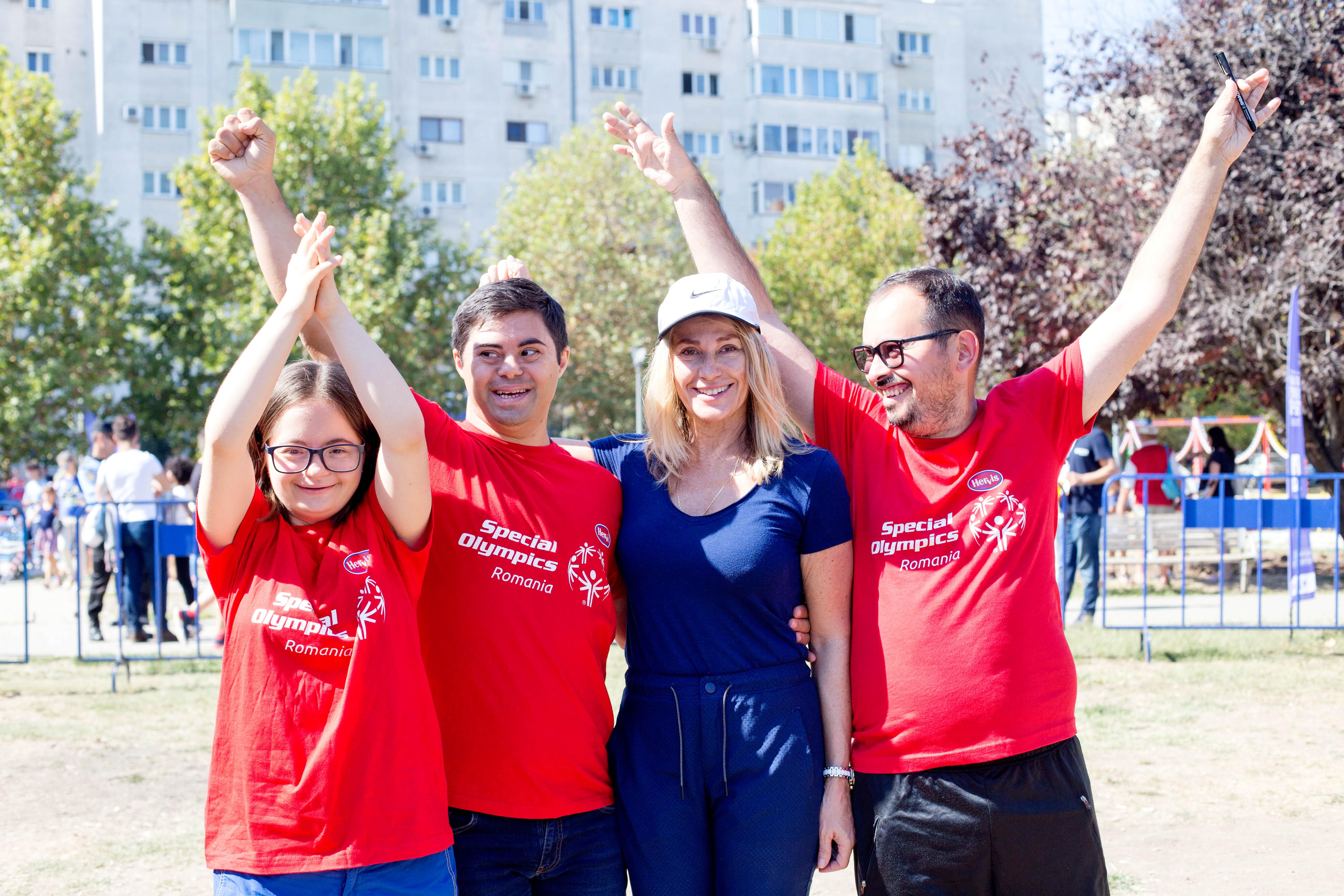 Nadia Comaneci strânge fonduri pentru participarea sportivilor cu dizabilități intelectuale la Jocurile Mondiale Special Olympics