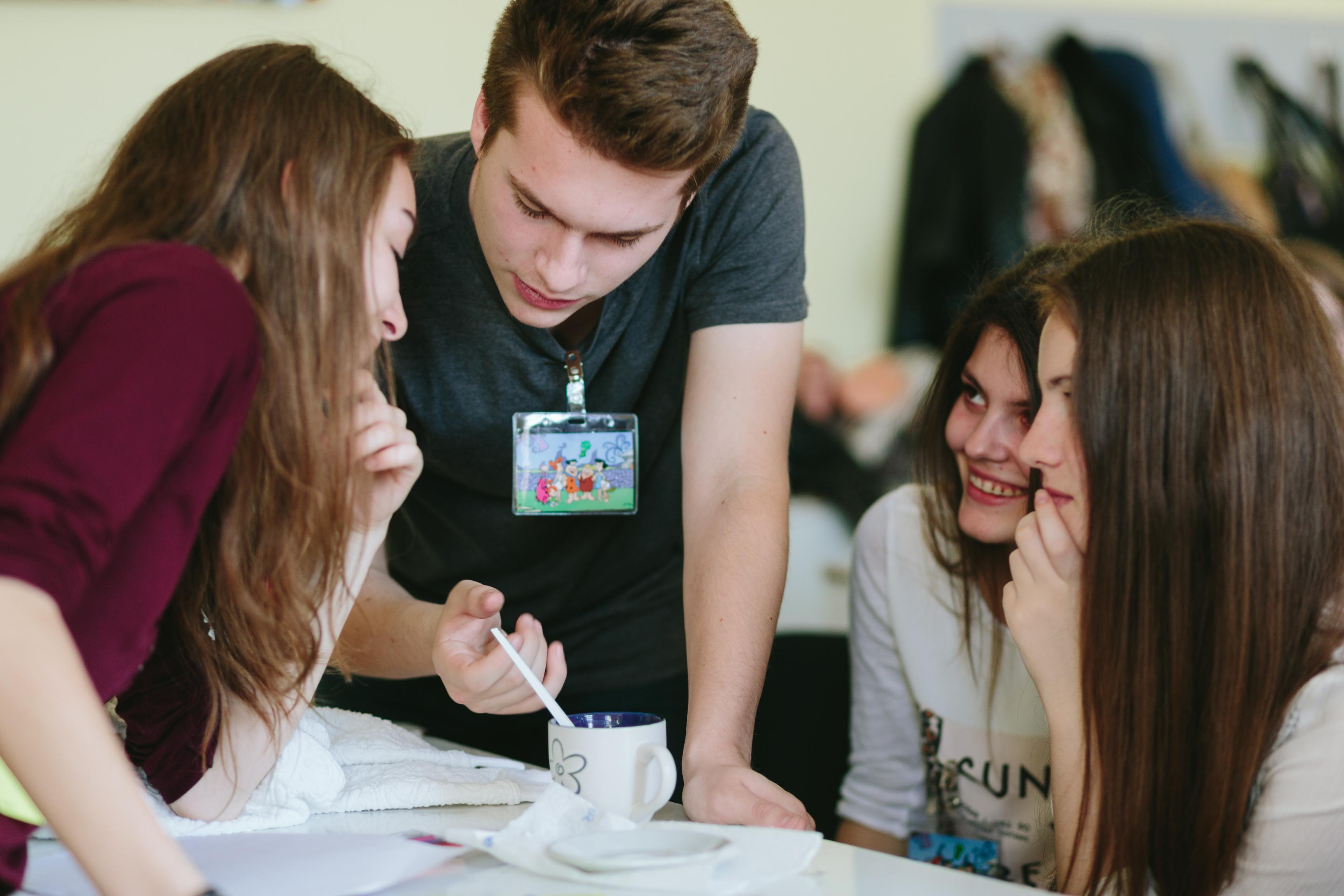 """Fundația Noi Orizonturi și Rotary Club Satu Mare lansează proiectul """"Școala care ne unește"""" pentru dezvoltarea și promovarea școlilor comunitare"""