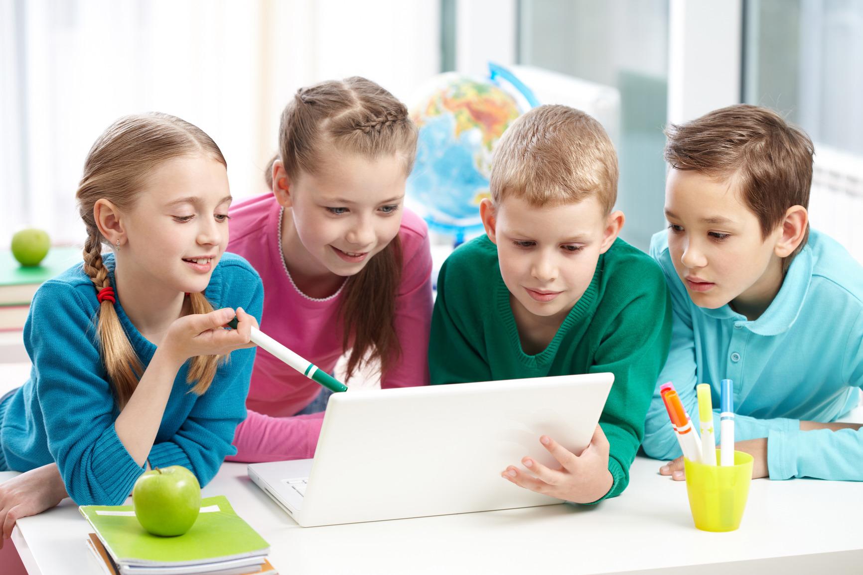 Noi ateliere gratuite de programare pentru elevi în cadrul CoderDojo Tech Academy