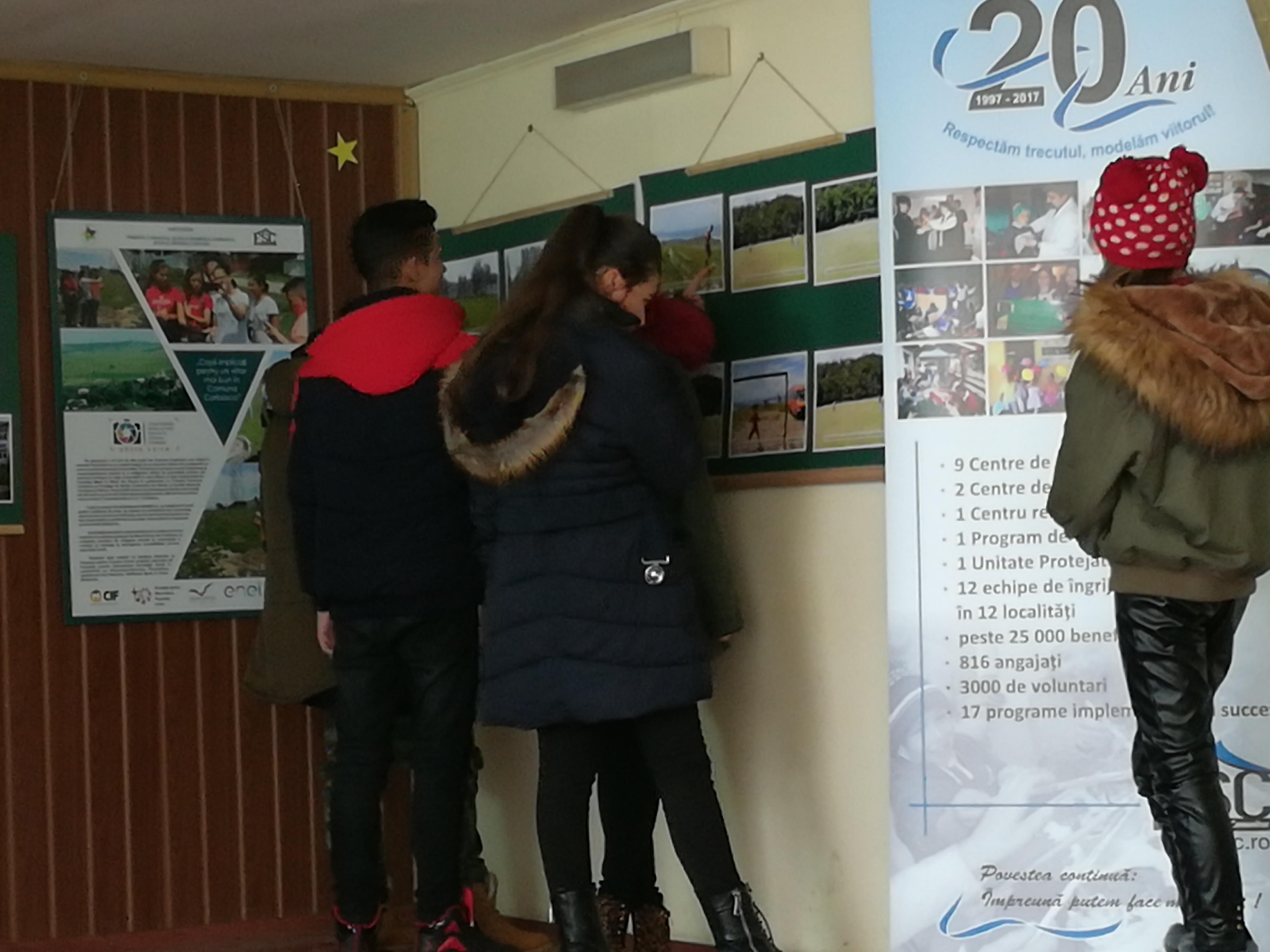 ExpoziÈ›ie photovoice a copiilor din comuna Corbasca