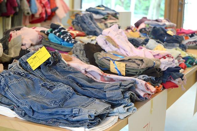 Zara România și Crucea Roșie preiau haine pentru a fi donate sau reciclate