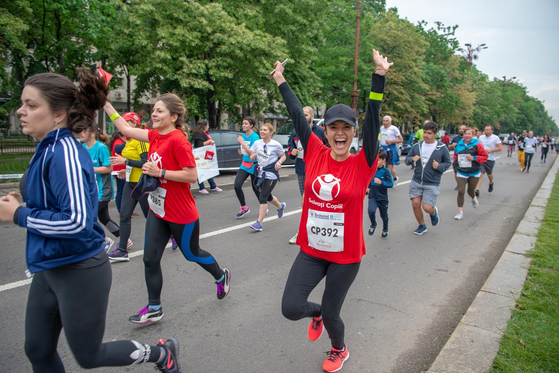 Echipa Salvați Copiii de 520 de alergători participanți la Bucharest Half Marathon a reușit să strângă 35.000 euro pentru dotarea Maternității Spitalului Universitar