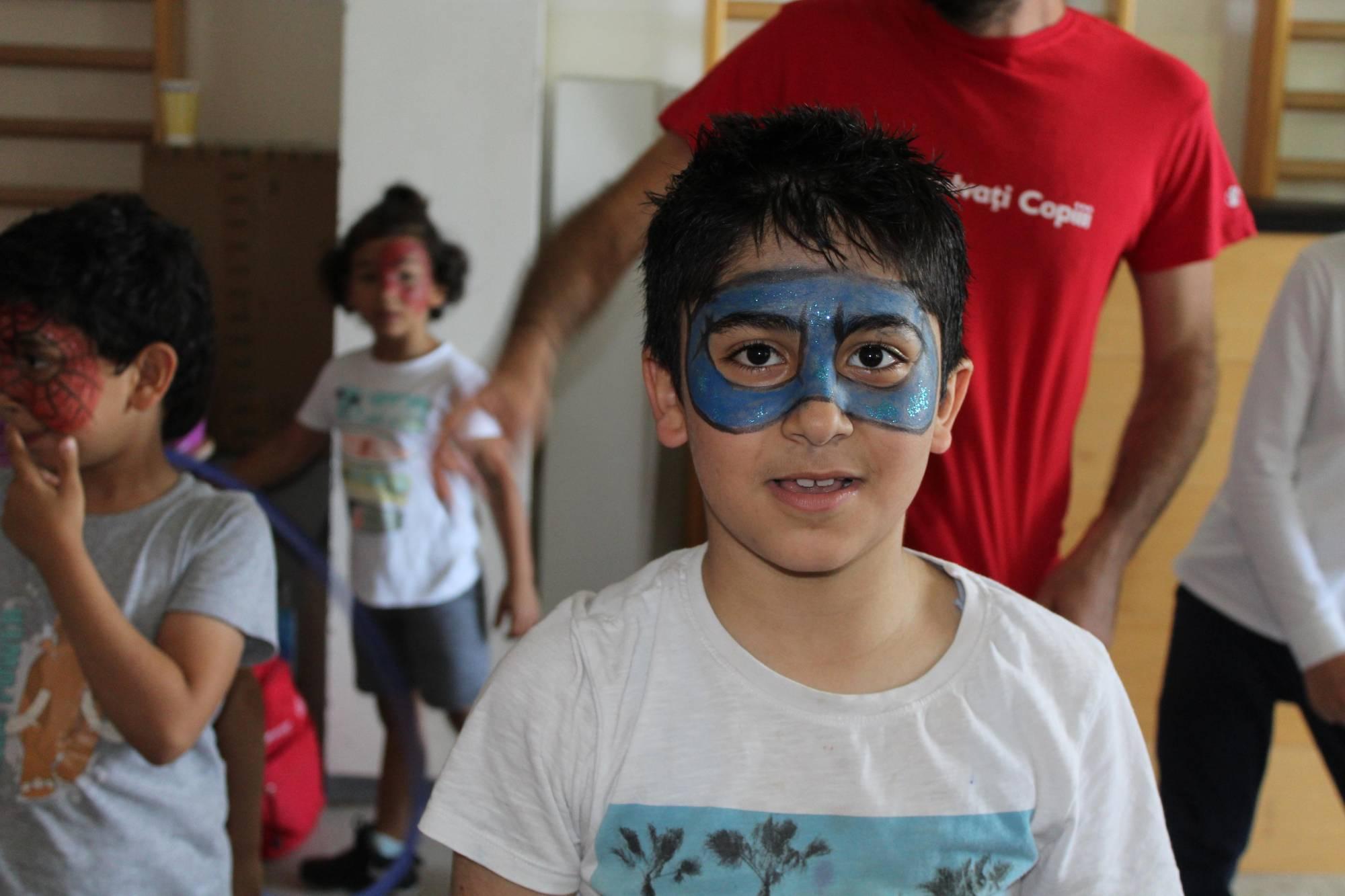Salvați Copiii solicită autorităților oferirea unor servicii integrate de asistență pentru copiii solicitanți de azil încă din prima zi în România
