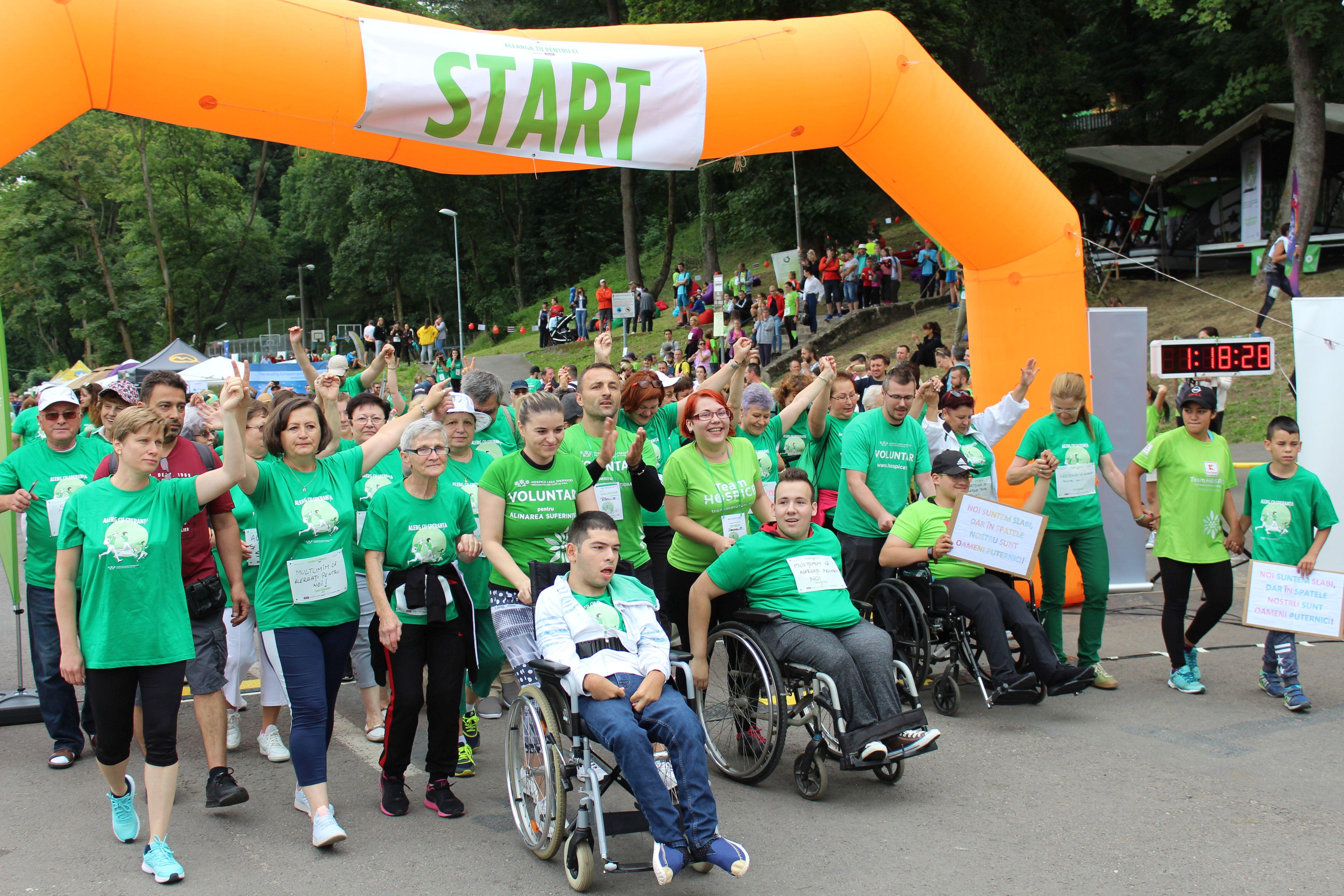 Crosul HOSPICE: 1.200 de alergători, un record național și aproape 50.000 de euro pentru pacienții HOSPICE
