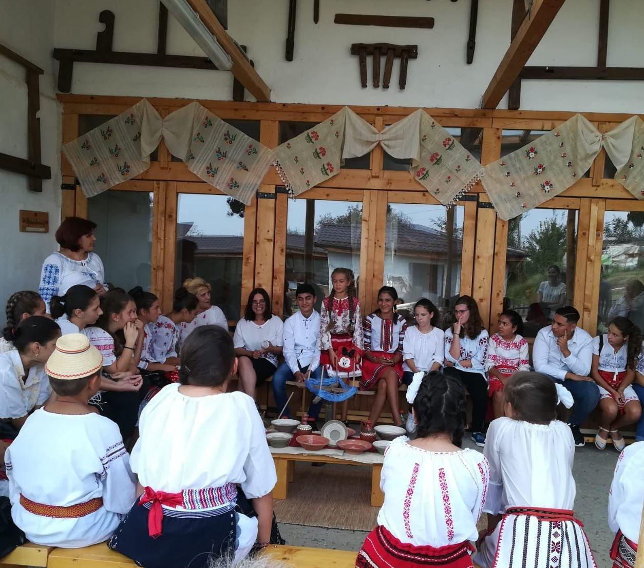 Asociația Moara de hârtie din Comana a demarat un nou proiect de educație culturală dedicat meșteșugurilor și identității locale!