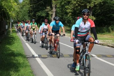 Copiii nevăzători învață să meargă pe bicicleta în tandem între 26 iulie – 2 august