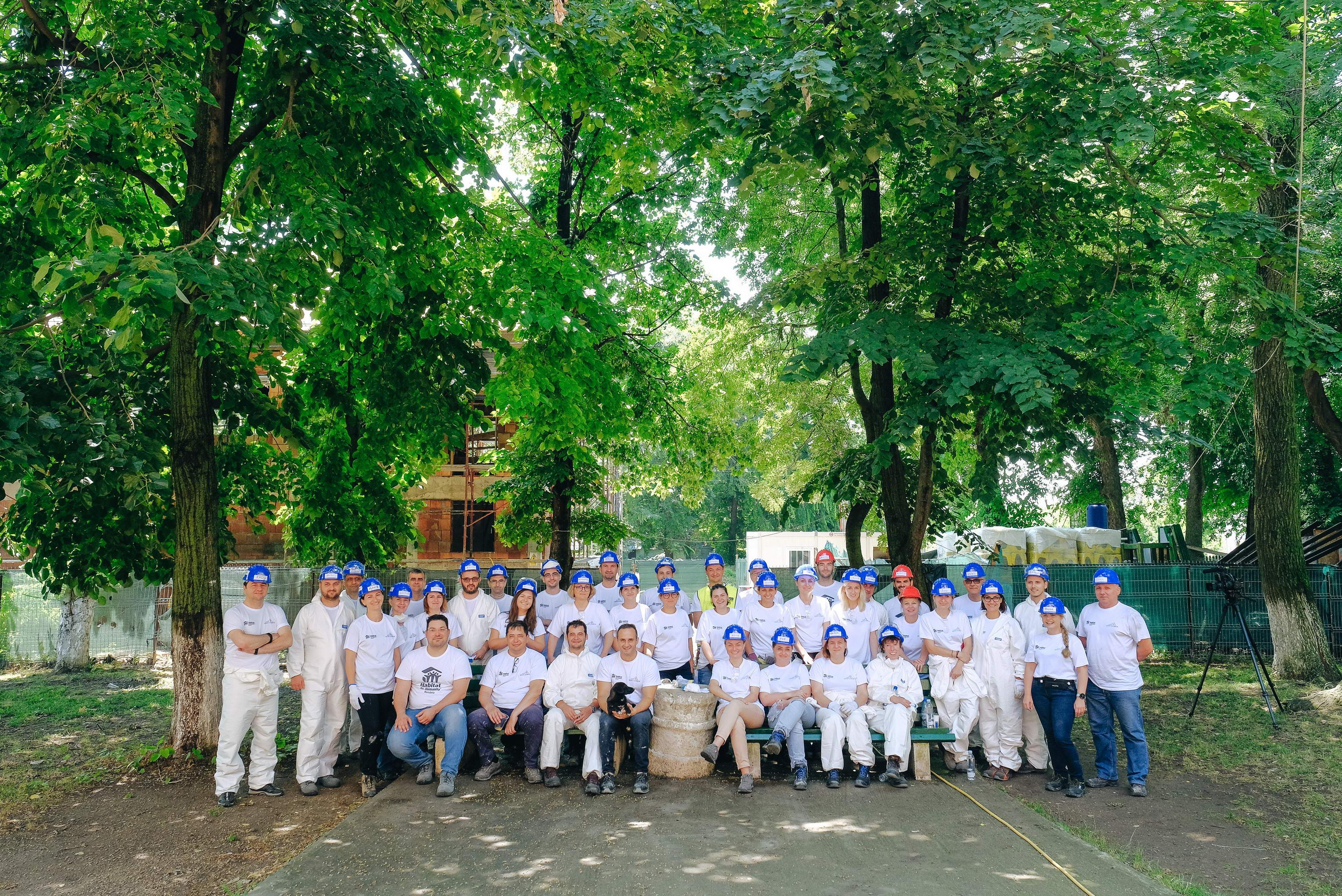 Saint-Gobain se implică alături de asociaţia Habitat for Humanity România în construcţia centrului comunitar de la Buftea