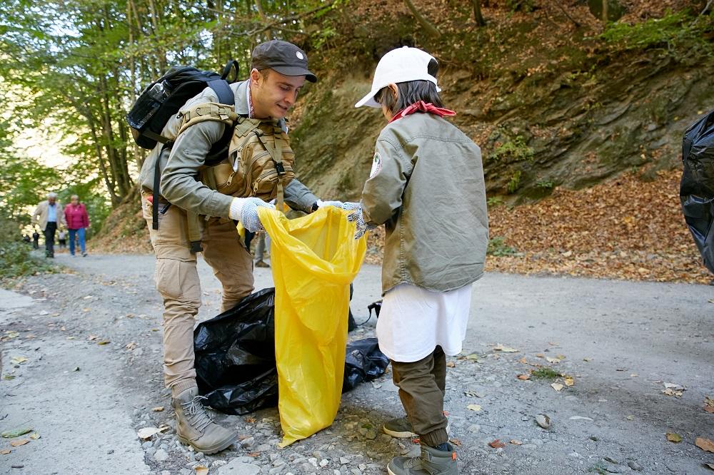 Nestlé și partenerii săi au colectat 40 tone de deșeuri din Parcul Național Cozia de Ziua Mondială a Curățeniei