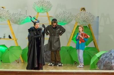 """Unteatru de copii anunță două reprezentații ale spectacolul """"S. O. S. Dispar poveștile�"""