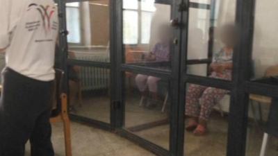 Apel urgent: oameni cu dizabilități în cuști, în Sighetu Marmației