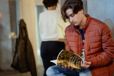 S-a lansat prima carte despre adolescenți și părinți din România