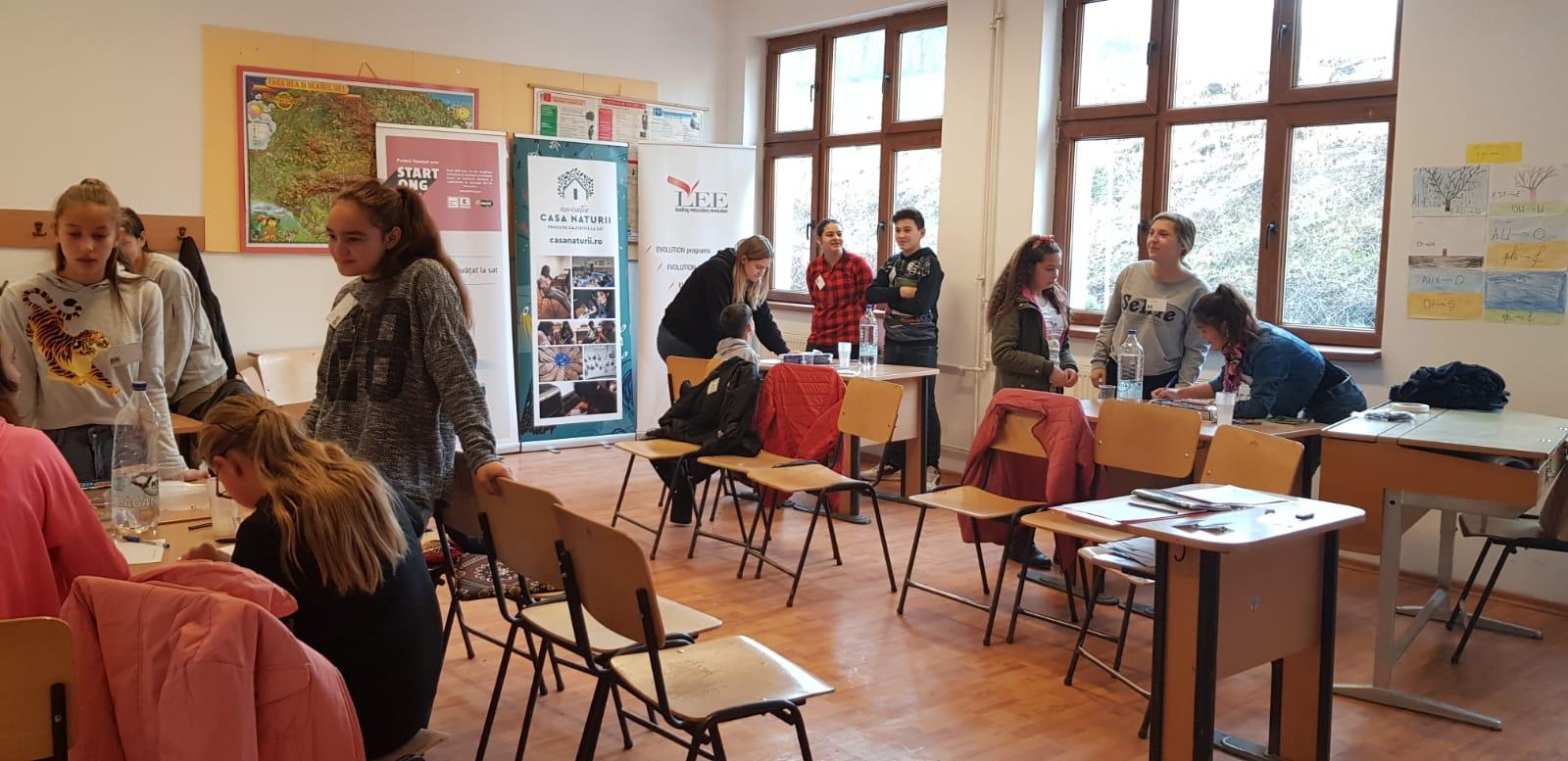 Competențe antreprenoriale pentru copiii dintr-un sat din Transilvania: 20 de tineri din comuna Laslea, Sibiu, învață, în teorie și în practică, ce înseamnă o afacere