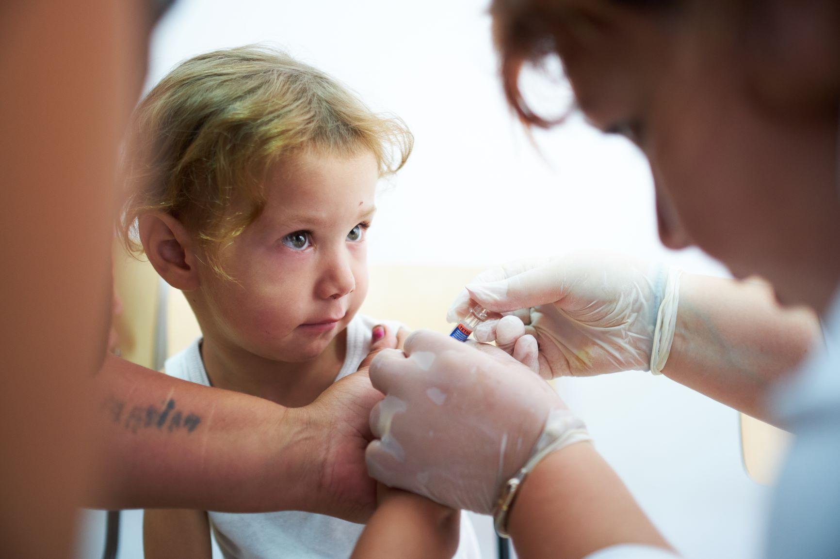 Peste 13 milioane de copii nu au fost vaccinați deloc nici înainte ca pandemia de COVID-19 să întrerupă acțiunile de imunizare la nivel global