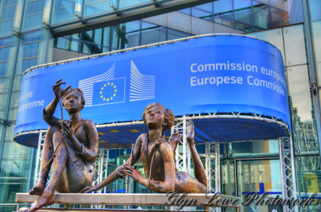 Comisia Europeană consultă părțile interesate pentru realizarea raportului anual privind statul de drept