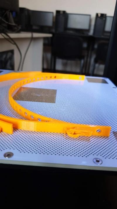 Profesorii şi hub-urile 3D Printing EDUTECH din şcoli se mobilizează în lupta cu COVID-19