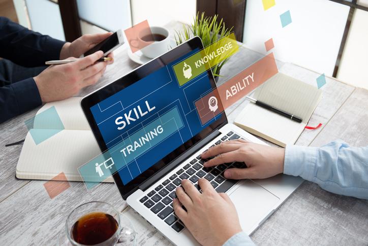 Acceleratorul de cariere în cloud - programul care ajută tinerii din România cu instruire, certificare și tranziția spre locuri de muncă digitale în cloud și inteligență artificială