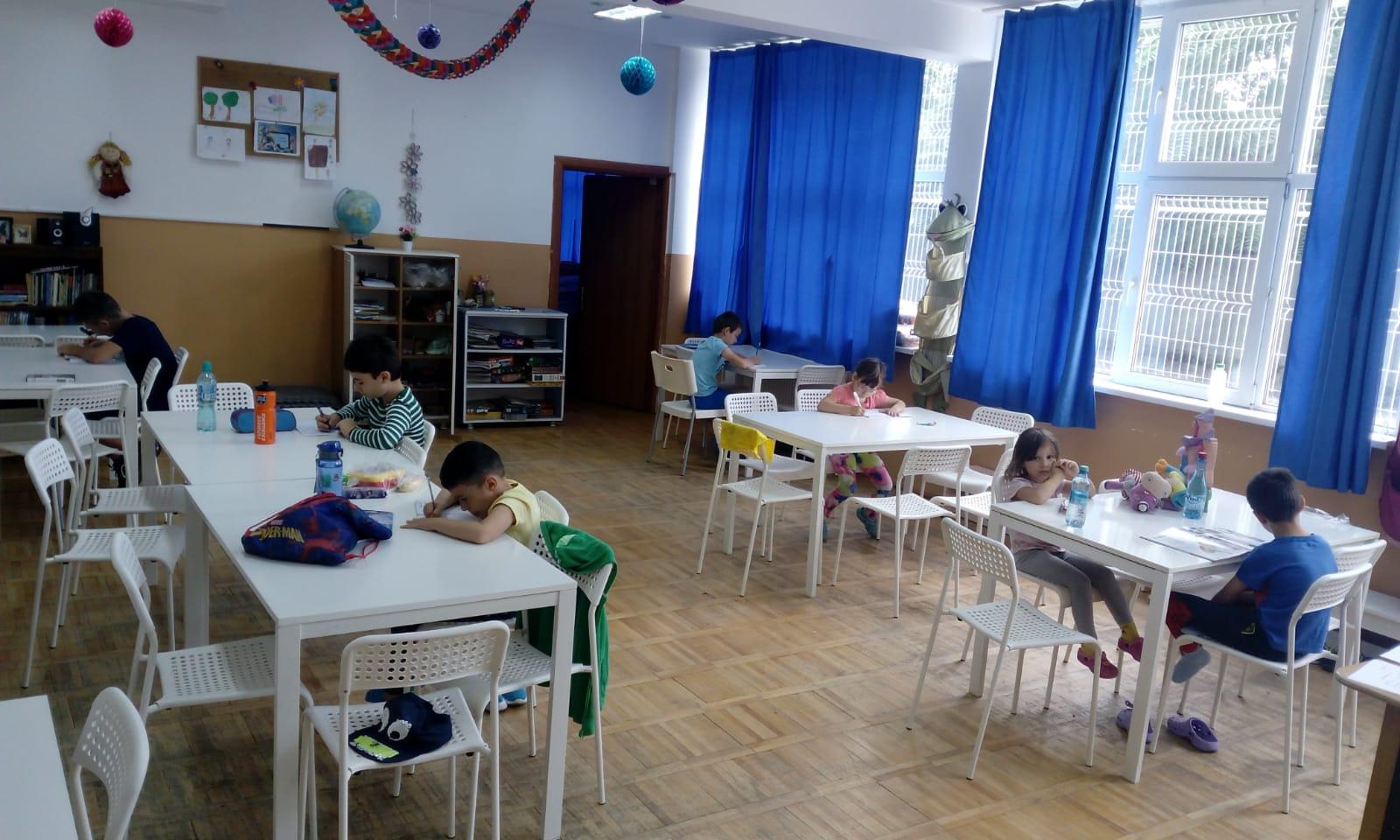Peste 14.000 de copii de la sate vor participa la școala de vară organizată de World Vision România