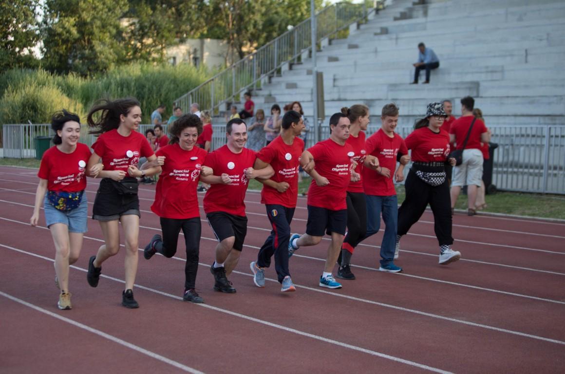 Program adresat elevilor cu și fără dizabilități intelectuale din 240 de școli care vor învăța despre incluziune și vor face sport împreună