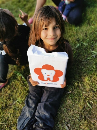 Prevenție dentară pentru 220 de copii din satele Dăroaia și Luminești din comunele Roșia Montană și Sohodol, Alba unde nu există cabinet stomatologic pentru copii