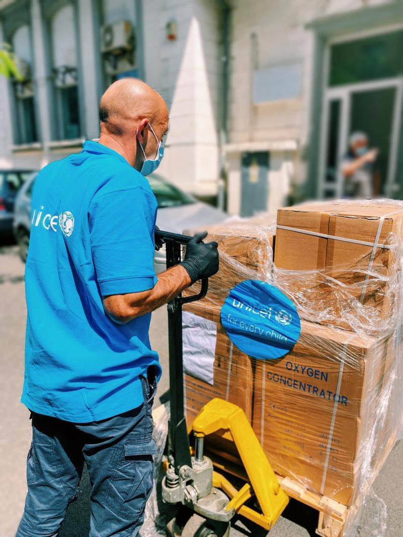 """Echipament medical pentru pacienții afectați de COVID-19, donat de UNICEF Institutului """"Matei Balș�"""