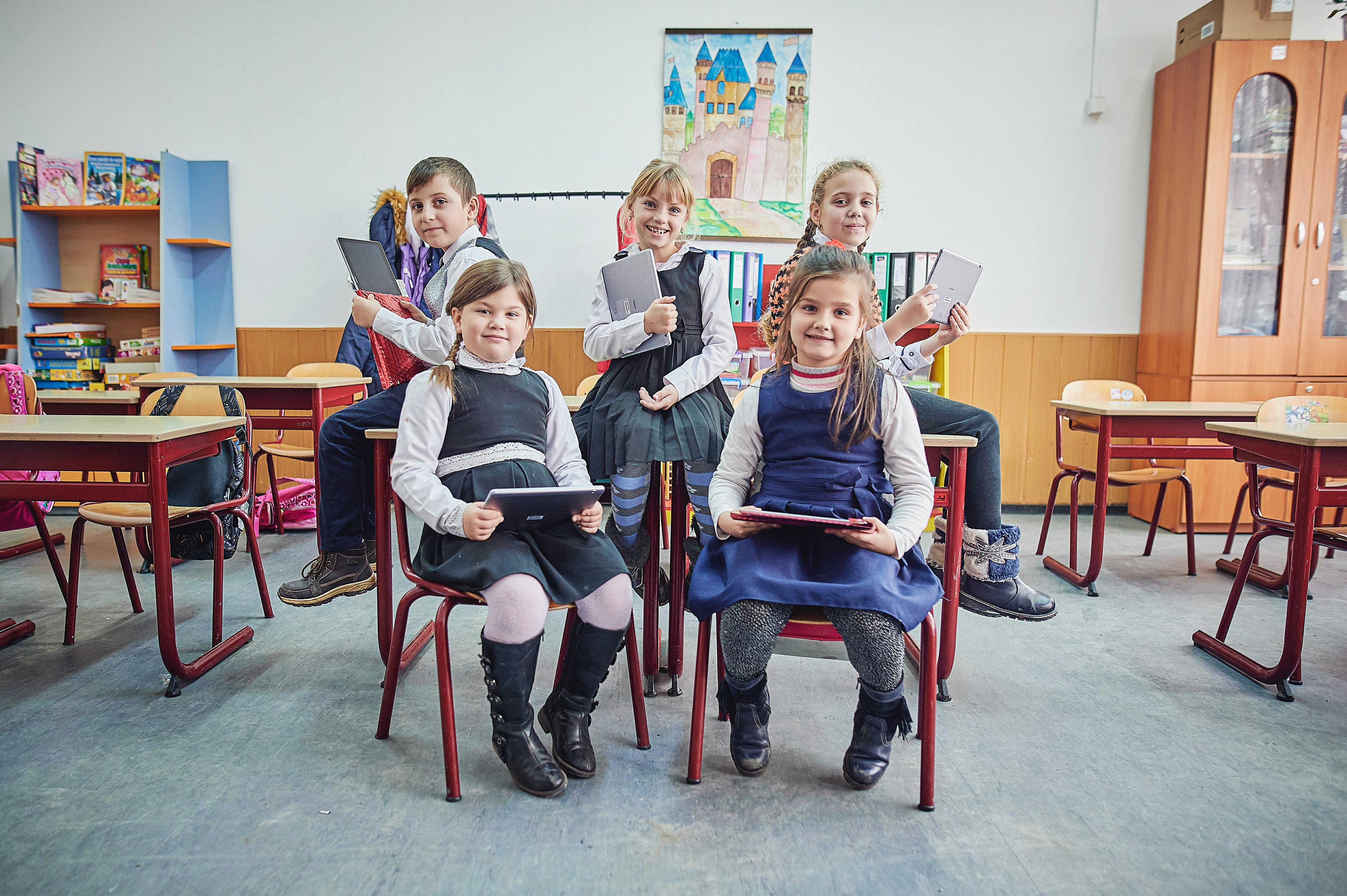 """Alte 35 de şcoli din mediul rural se alătură  programului """"Şcoala din valiză"""""""