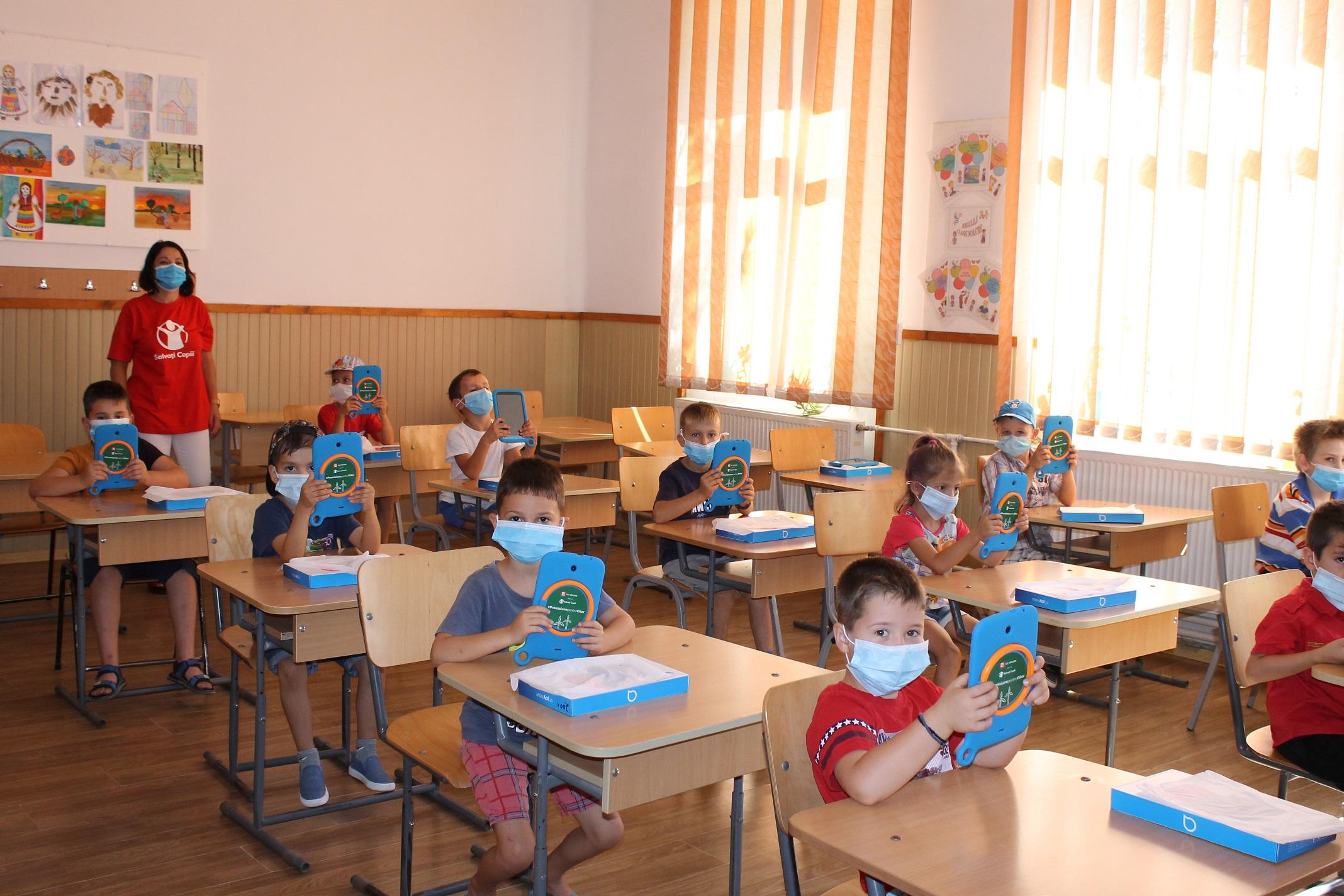 Salvați Copiii România accelerează dotarea copiilor vulnerabili cu tablete și acces la internet: Situațiile de marginalizare educațională nu trebuie să se repete