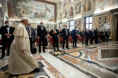 Întâlnirea cu Papa Francisc – o încurajare pentru echipa proiectului Snapshots from the Borders si un îndemn la solidaritate și empatie față de migranți