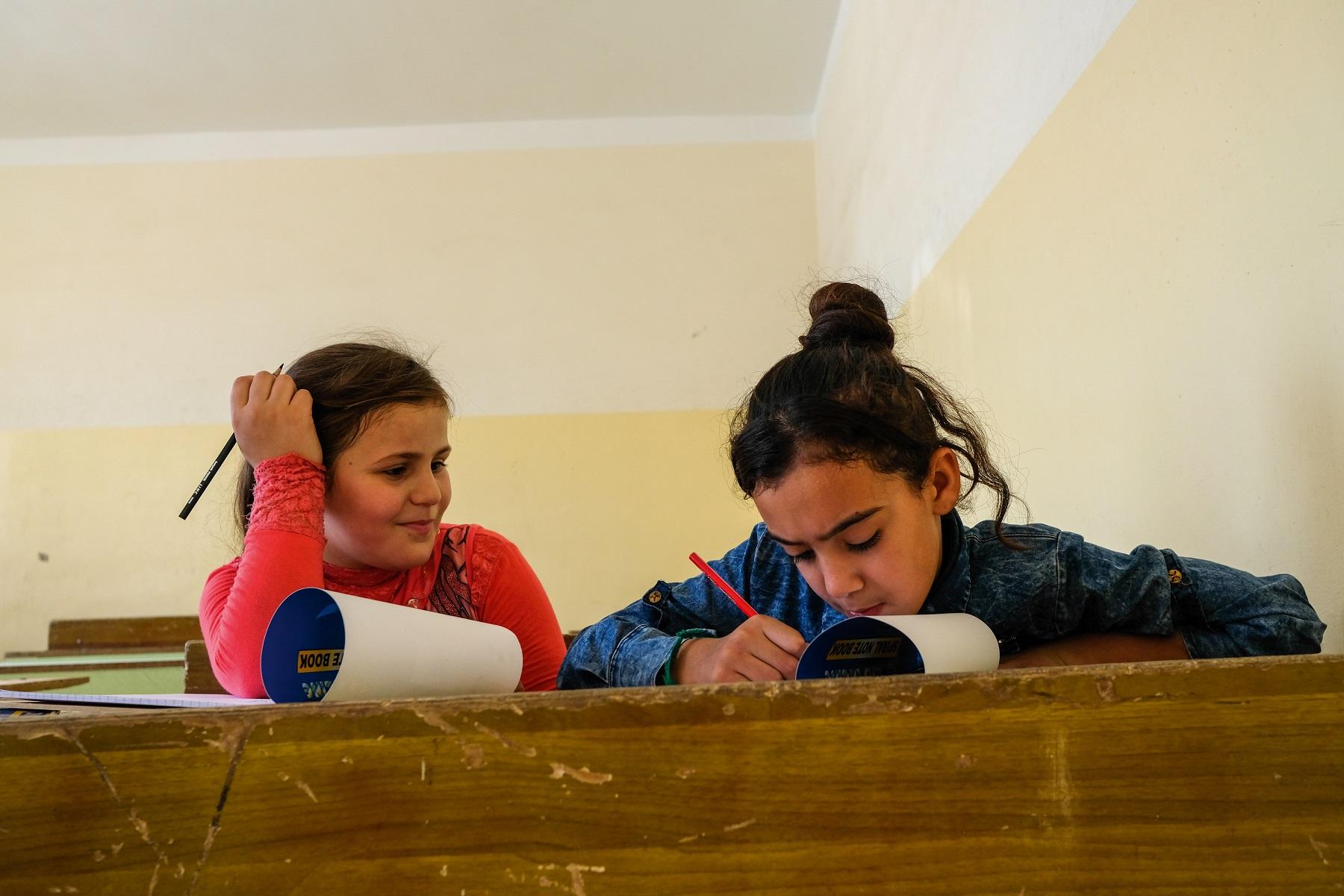 Copiii străini din România nu au cu adevărat acces la educație