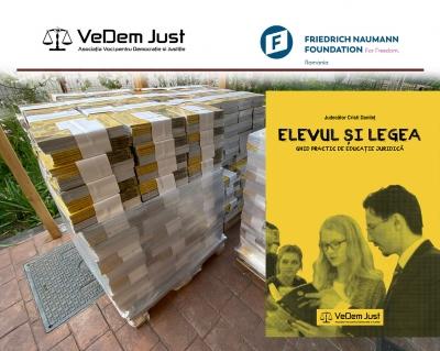 VeDem Just distribuie gratuit peste 4.500 de ghiduri elevilor care studiază în acest an opționalul de educație juridică