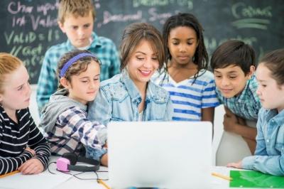 10 000 de profesori vor accesa gratuit un program internaţional de Pedagogie digitală